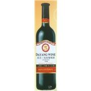 甜红葡萄酒供应中