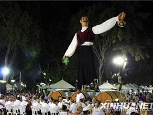 利马索尔葡萄酒节吸引八方宾客