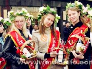 07世界旅游大使总决赛选手齐聚王朝共品酒香