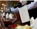 酒没坏,客人要换酒,侍酒师该怎么做?