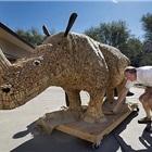 葡萄酒軟木塞打造巨型木塞犀牛