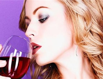 红葡萄酒有助于女性调节激素失衡