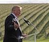 特朗普吹牛:我的酒庄美国最大!被媒体打脸