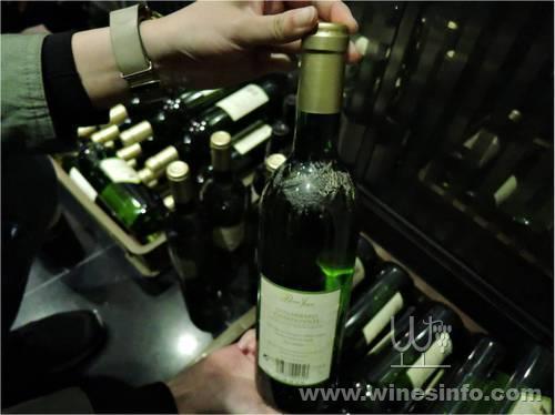 澳门民政总署食品安全中心查处一批受水浸的葡萄酒