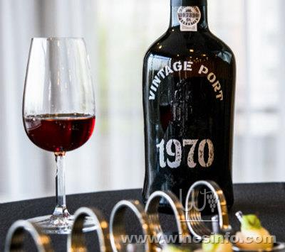 Blend-All-About-Wine-Vintage-Port-1970-Real-Companhia-Velha-Movement.jpg