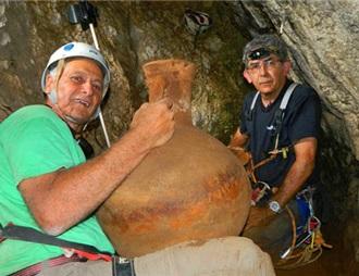 以色列发掘出两千多年前葡萄酒器