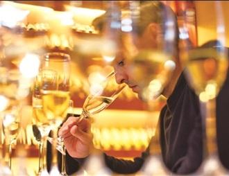 侨博会最受消费者喜爱的百款葡萄酒评选活动举行