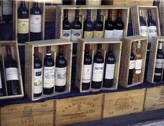 特朗普暗示将对法国葡萄酒加征关税