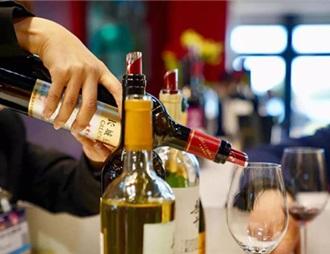 """""""白染紅""""成趨勢 葡萄酒引來各方力量角逐"""