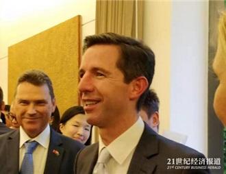 澳大利亞貿易部長伯明翰中國行不忘給澳葡萄酒站臺