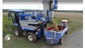 法国葡萄园使用纽荷兰采摘机收获葡萄