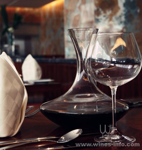 葡萄酒该如何过酒