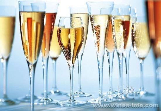 香槟洗礼:中国葡萄酒资讯网(www.winesinfo.com)