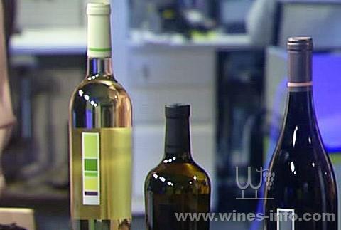 一小块淡紫色意味着你可以在葡萄酒中品尝到一点点百香果的味道.