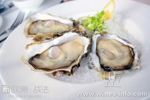 """蚝学名""""牡蛎"""",属牡蛎科,双壳类软体动物.既是食物,也可入药."""