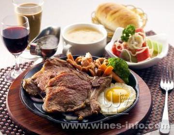 红酒配牛排-新时代健康养生不可缺少的葡萄酒