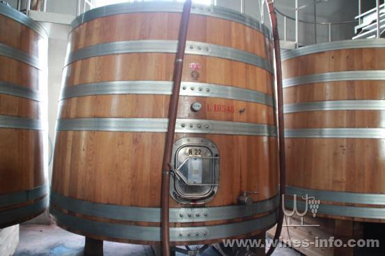 但橡木桶作为发酵容器只能在使用的前几年赋予葡萄酒