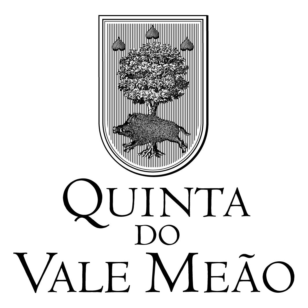 酒庄介绍 米奥(Quinta do Vale Meao)酒庄位于葡萄牙杜罗河(Douro)产区。酒庄悠久的历史可追溯至19世纪七八十年代。1877年,Douro最大的酒庄所有者Antónia Adelaide Ferreira从Vila Nova de Foz Côa的拍卖会上购买了300公顷的处女地。她的梦想就是运用她作为Douro地主的丰富人生经验来创造一个模型葡萄园。这个雄心勃勃的项目一直花费了8年时间才得以完成,从1887年到1895年才结束。很遗憾的是,