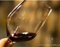 葡萄酒挂杯现象与液体表面的张力有关